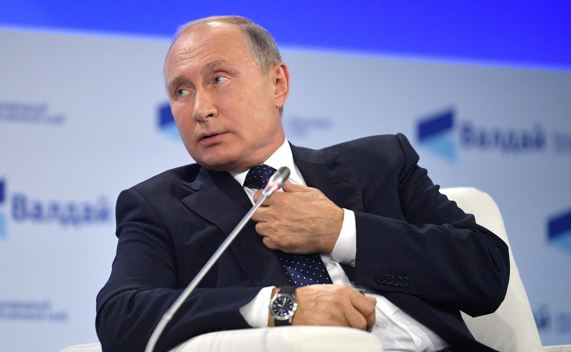 Путин изучит рекомендации поэтапного снятия режима самоизоляции
