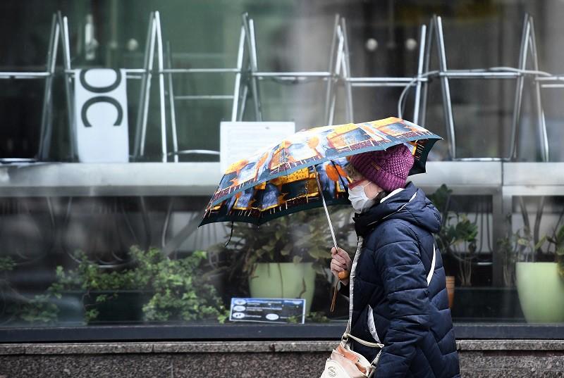 Голикова предупредила россиян, что маски придётся носить и осенью