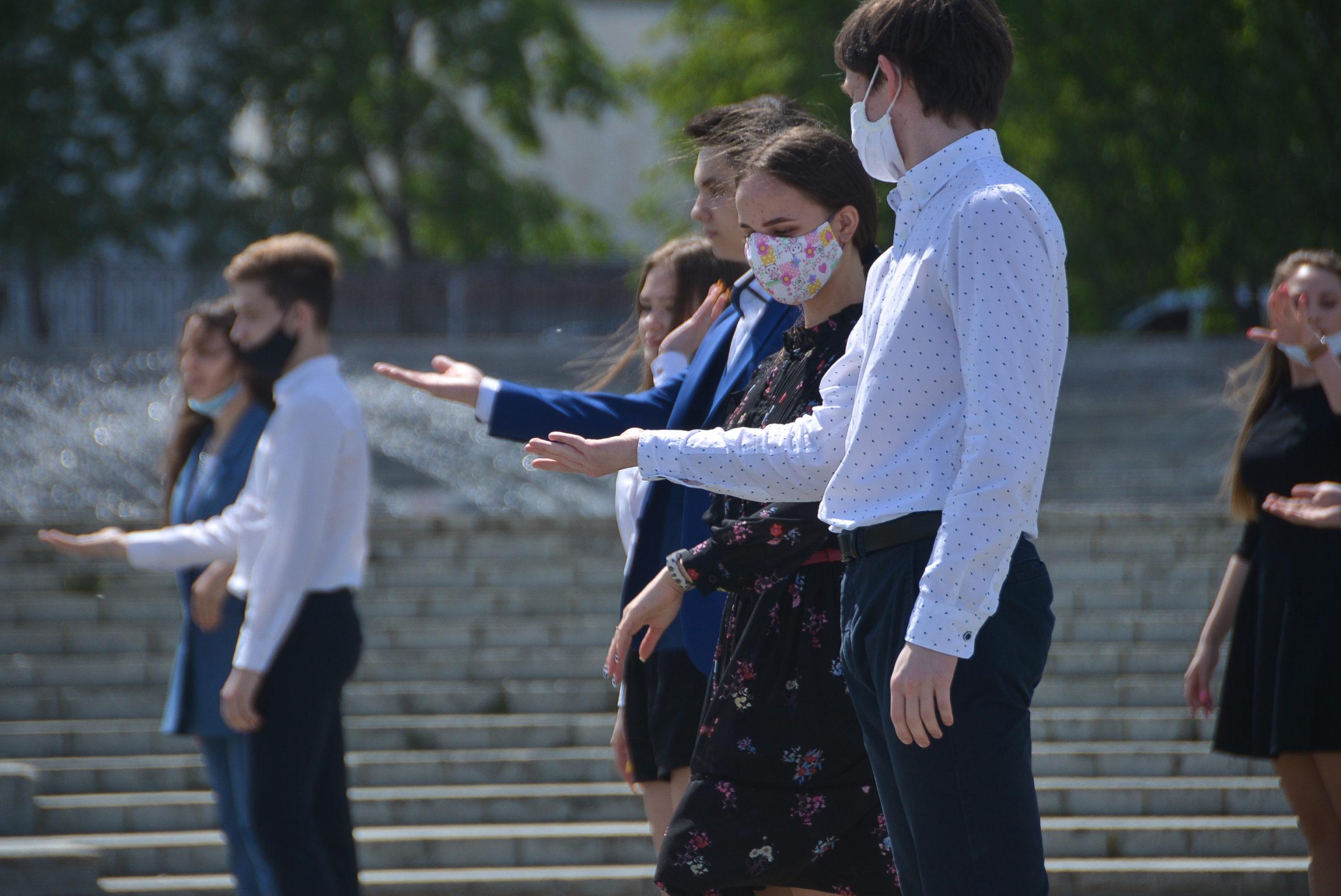 Минпросвещения рекомендовало организовать очные выпускные для школьников