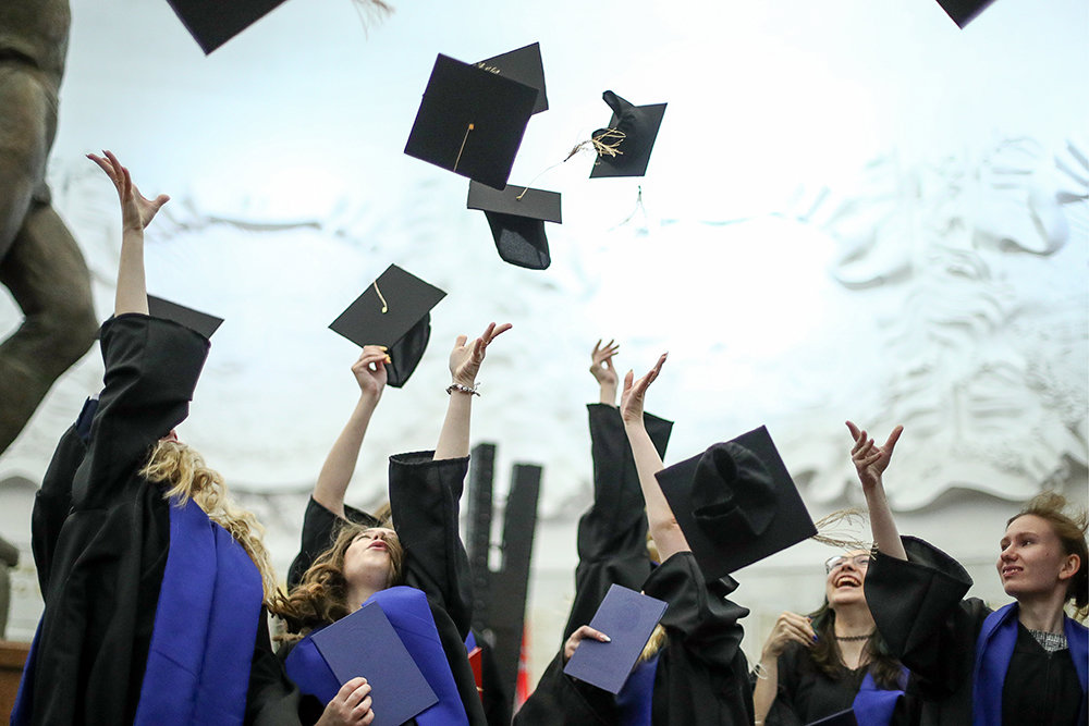 В Минобрнауки предложили ежегодно проводить онлайн-выпускной