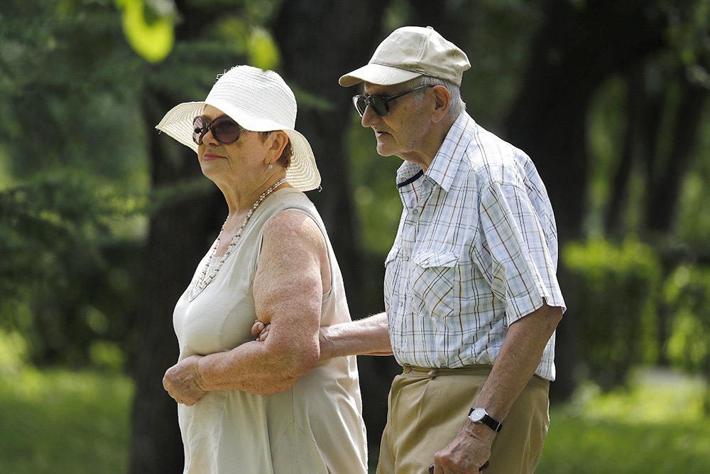 Минздрав подсчитал, насколько в России женщины живут дольше мужчин