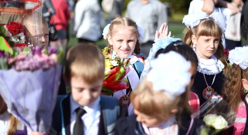 Минпросвещения одобрило проведение школьных линеек 1 сентября