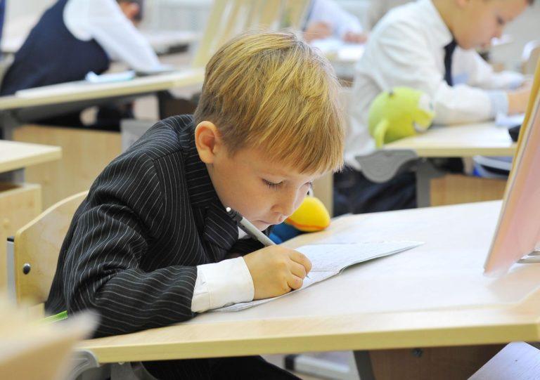 Минпросвещения поддержит школы с низкими образовательными результатами