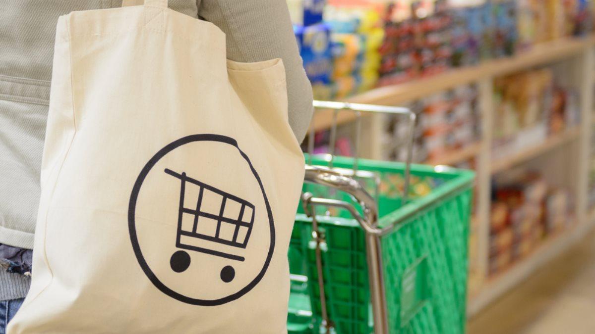 В Госдуме предложили разрешить продажу продуктов в тару покупателя