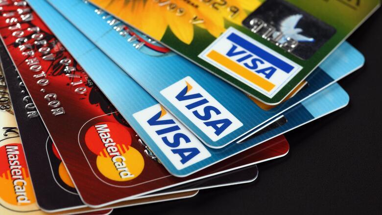 В России рекордно выросло количество россиян, пользующихся кредитками