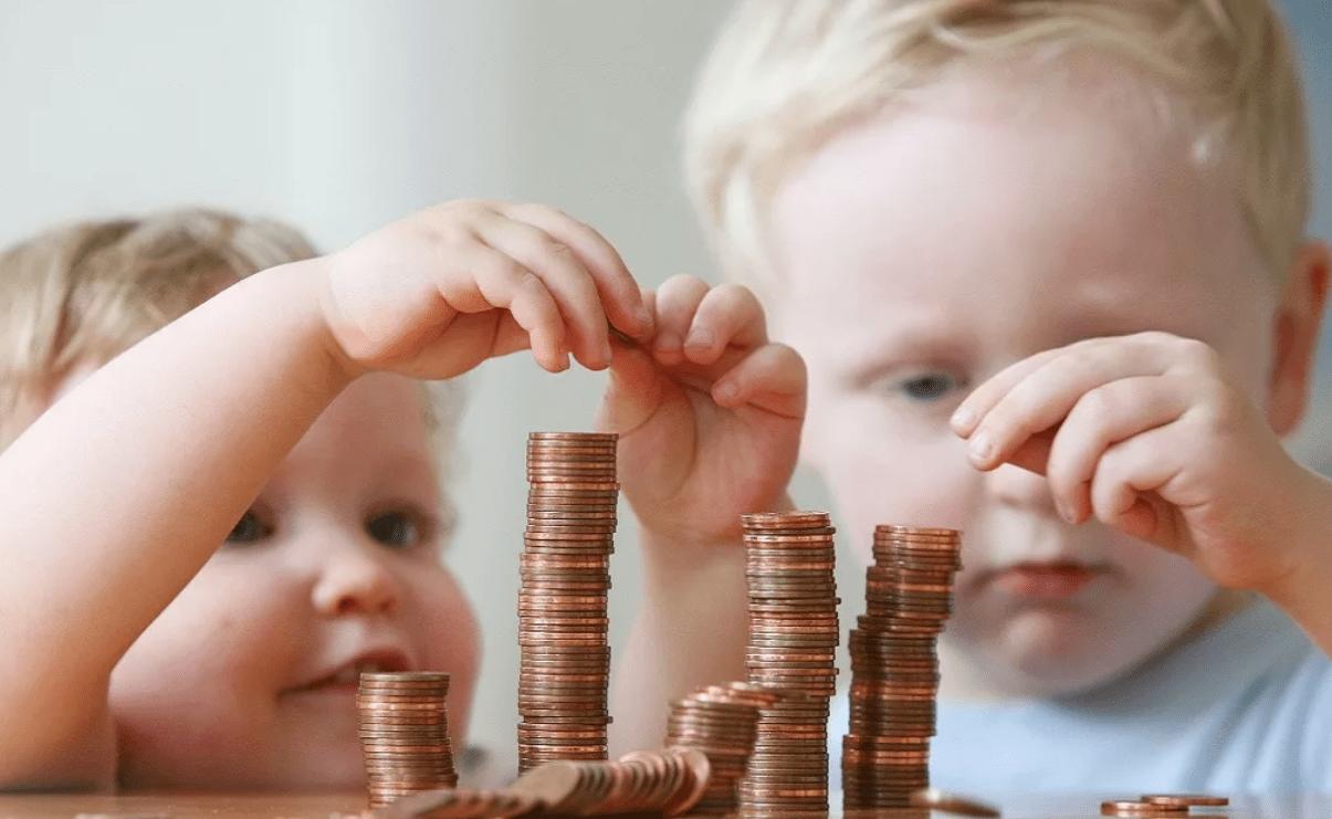 На выплаты детям правительство дополнительно выделит 34,3 млрд руб. до конца года