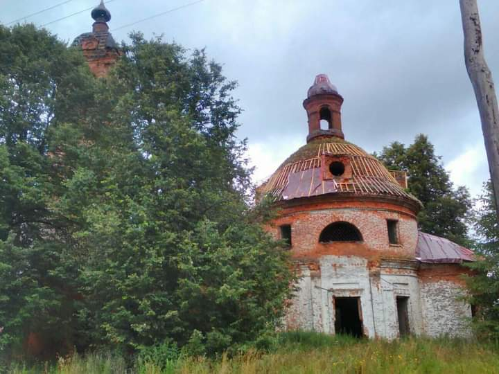 В Ярославской области добровольцы спасают храмы от разрушения