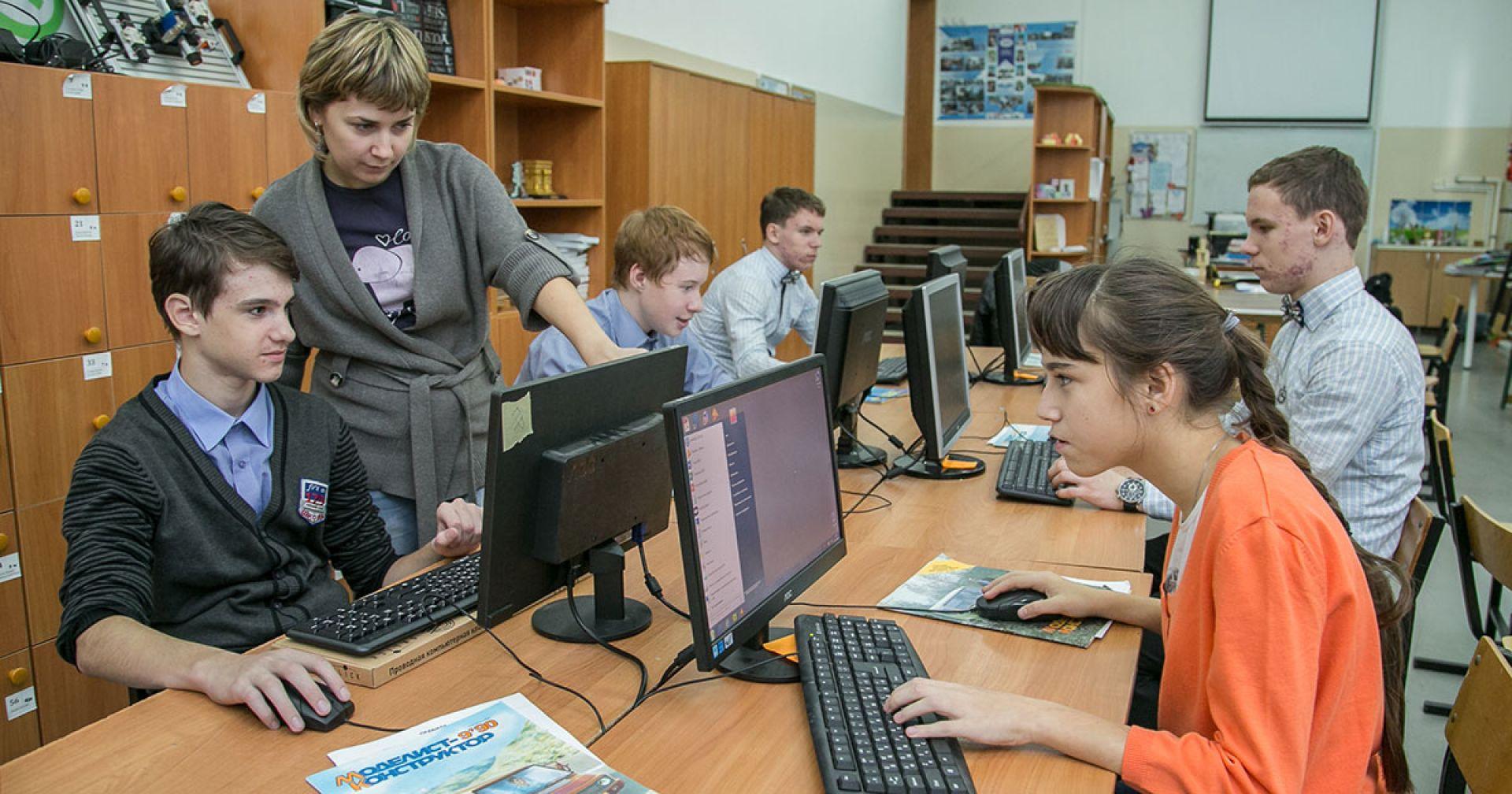 К 2022 году к интернету подключат все российские школы