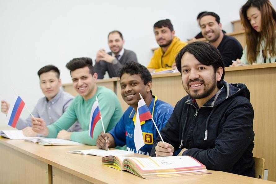 Студентов-иностранцев будут допускать к учёбе в РФ после 14-дневного карантина