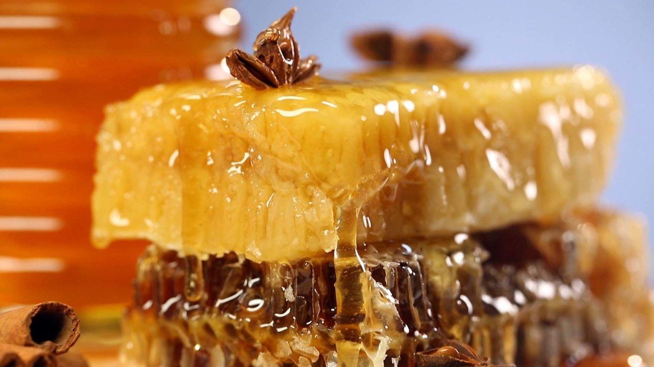 В Роскачестве перечислили признаки «неправильного» меда