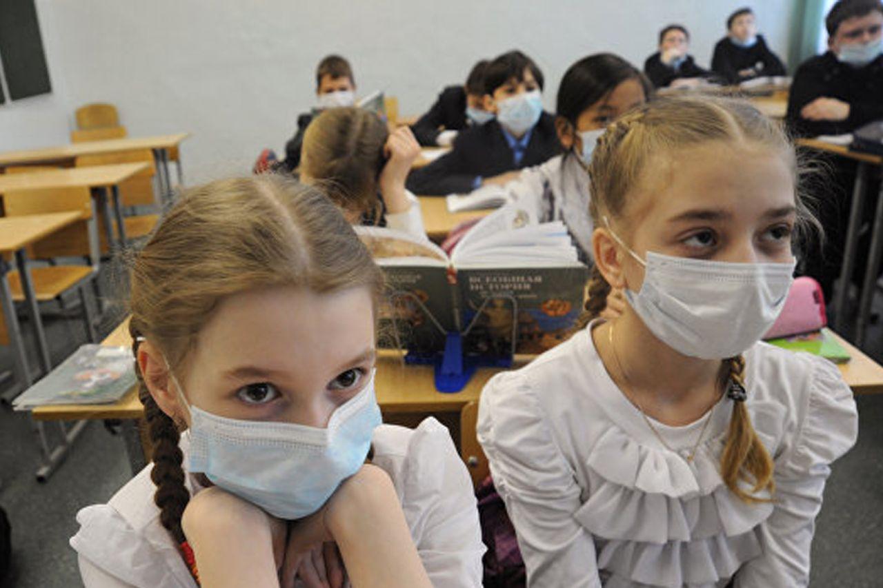 В Роспотребнадзоре рассказали о режиме работы школ в 2021 году
