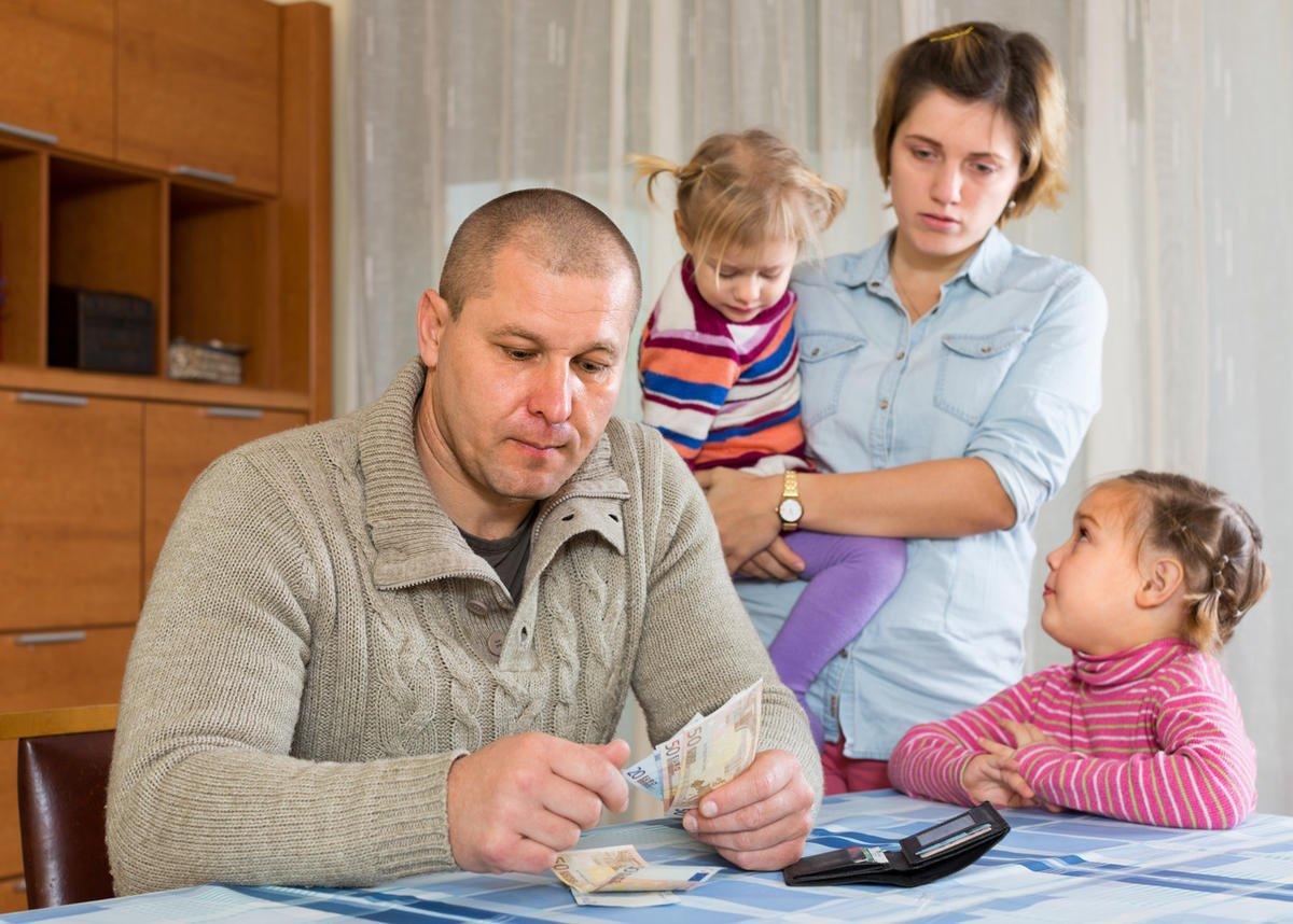 Минтруд подсчитал необходимую сумму для увеличения выплат нуждающимся семьям с детьми