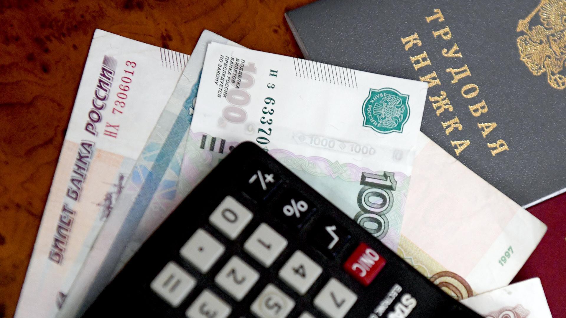 В Минтруде пока не готовы поддержать увеличение доли оклада бюджетников до 70%