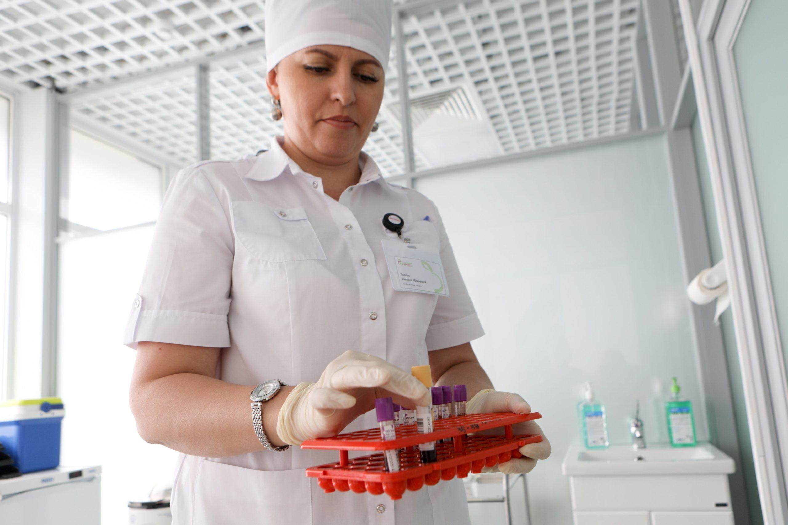 Врачи рекомендовали переболевшим коронавирусом отложить процедуру ЭКО