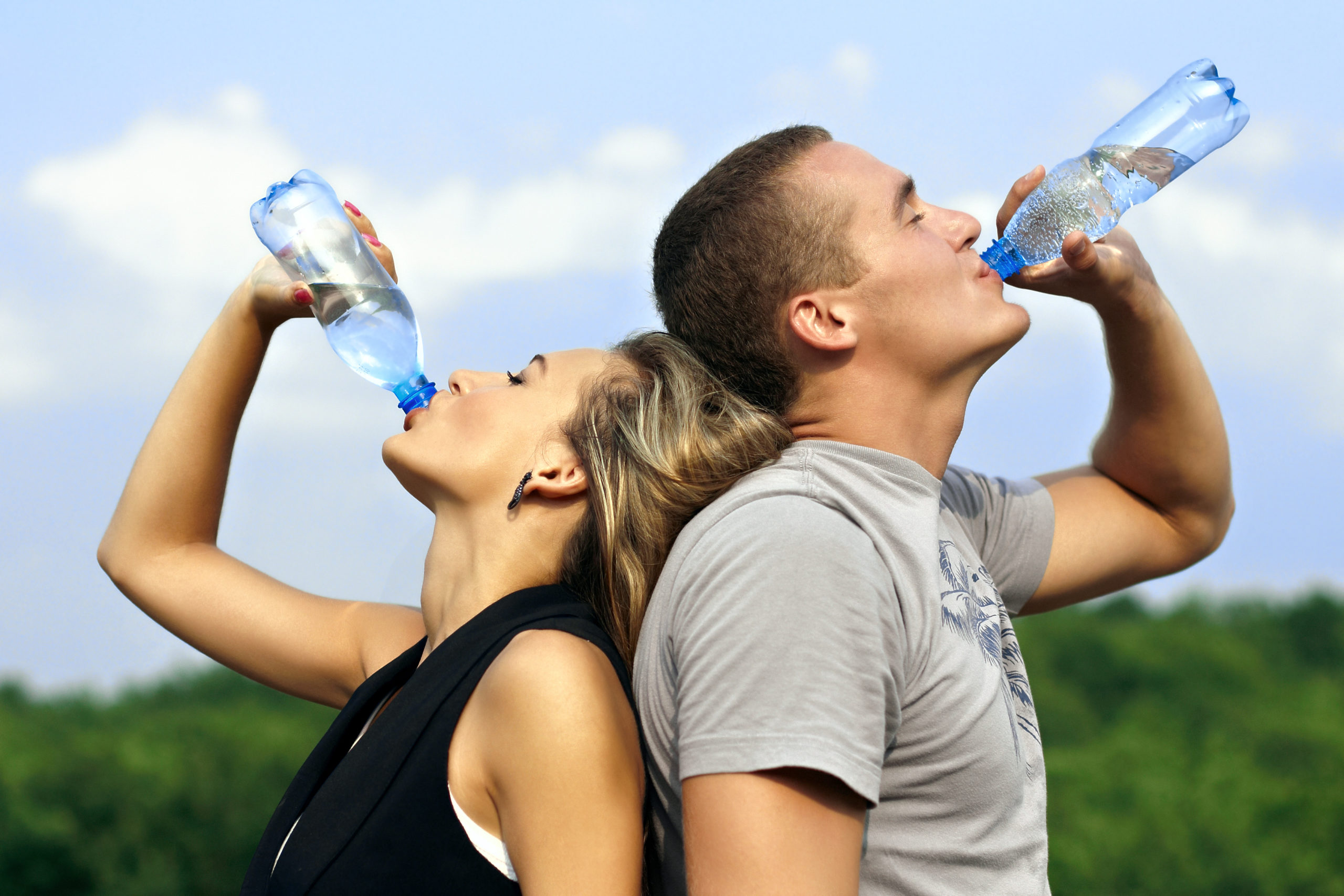 Врач рассказала, чем опасна вода в пластиковых бутылках