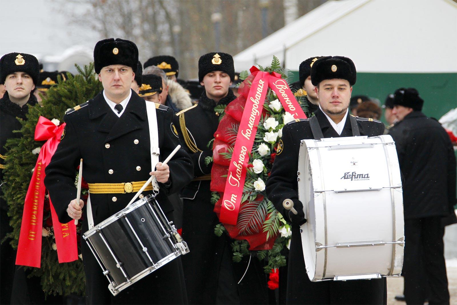 «Живи по Уставу — похоронят с честью и славой»