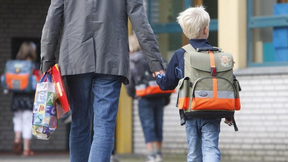Родителям младших школьников предложили дать отпуск на время каникул