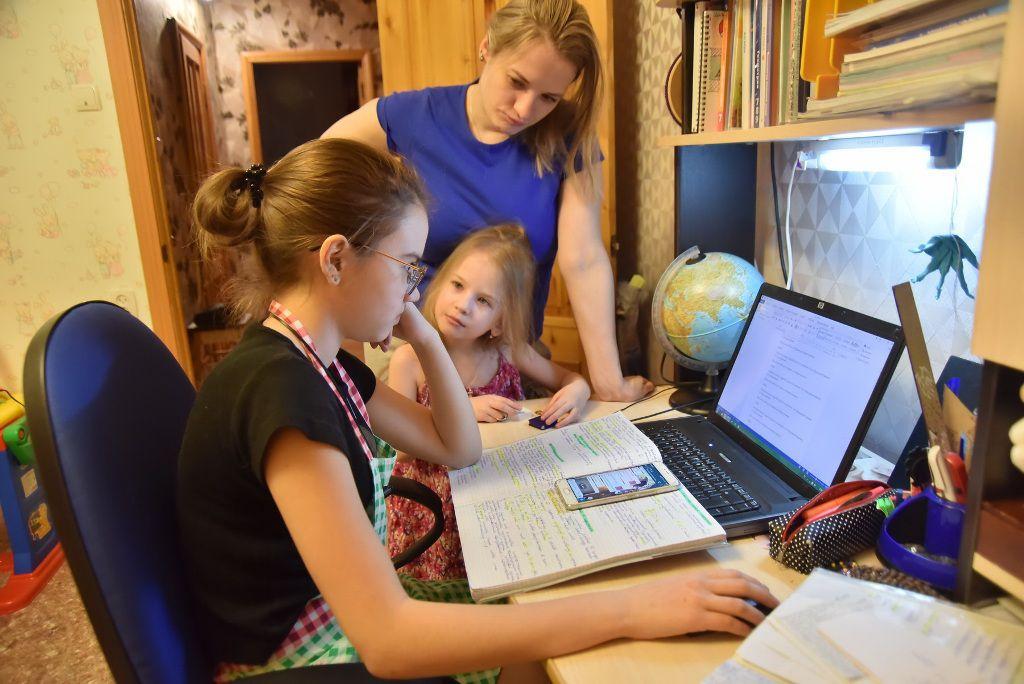 В Госдуме предложили давать родителям больничный на время дистанционного обучения детей
