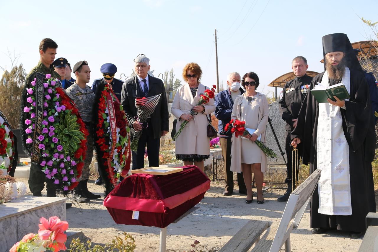 В Астрахани с воинскими почестями предали земле останки бойца Красной армии