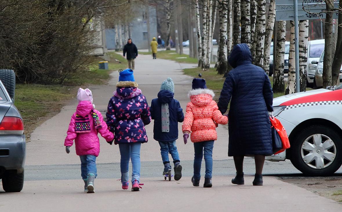 Регионы получат около 10 млрд руб. на выплаты семьям с детьми