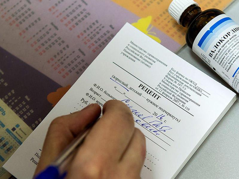 Медведев предложил бесплатно выдавать в аптеках лекарства по рецептам