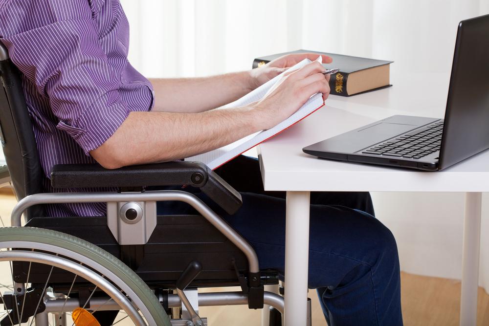 В Госдуме предложили дать инвалидам право на бесплатное второе высшее образование