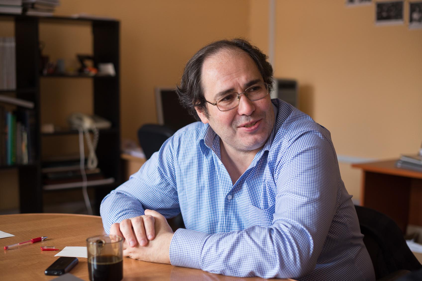 Главред «Литературной газеты» рассказал о преимуществах бумажных СМИ перед блогами