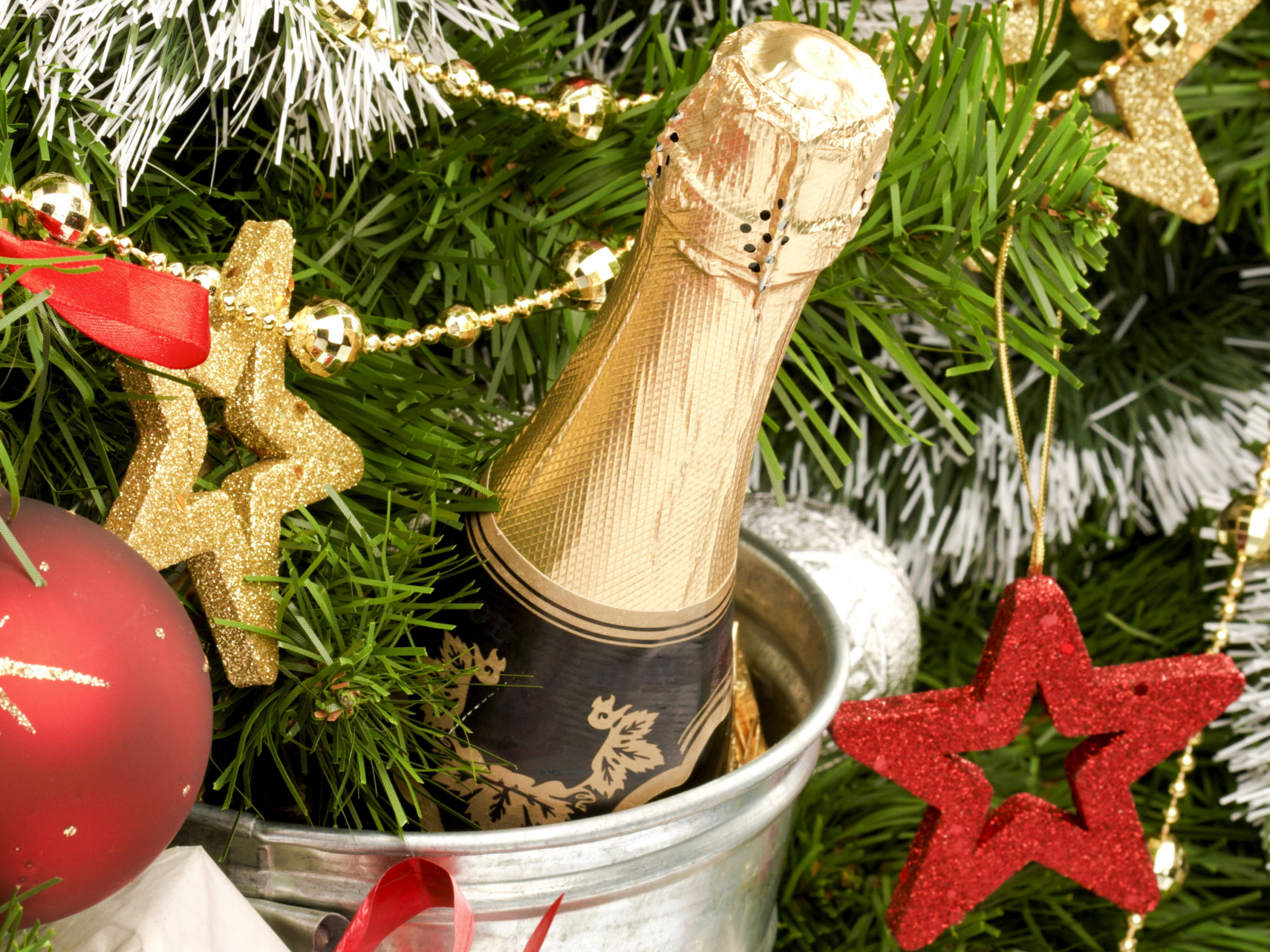 Диетолог призвала россиян отказаться в новогоднюю ночь от шампанского