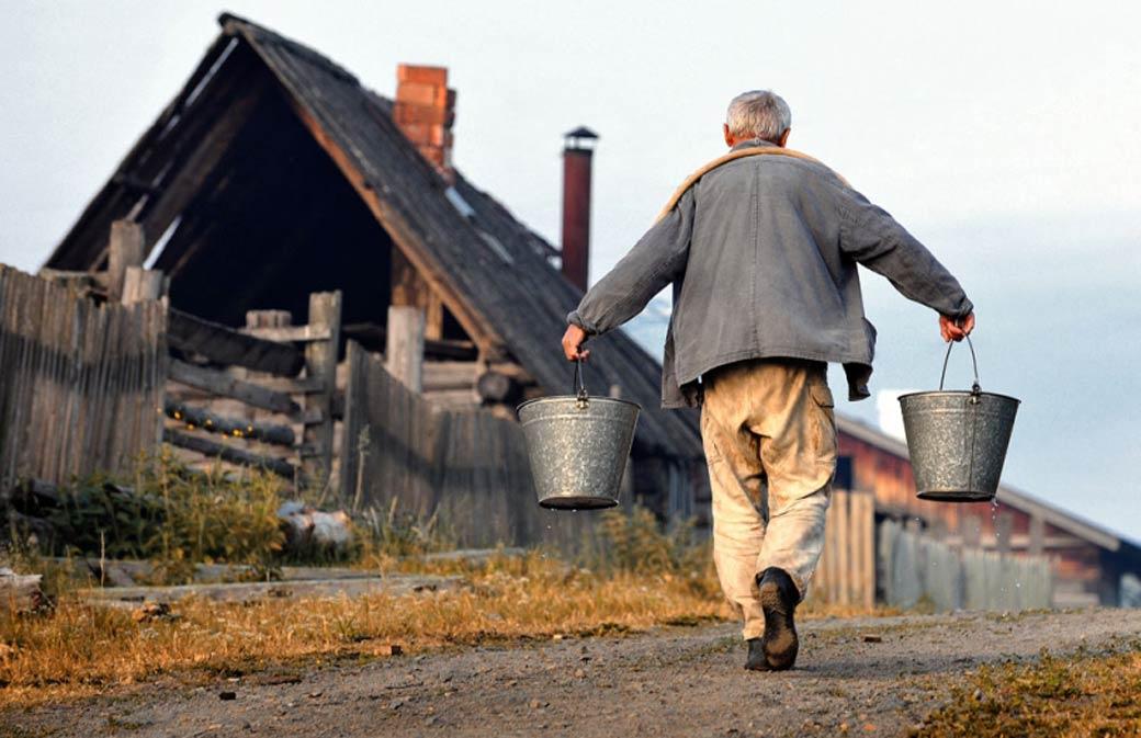 Медведев заявил о необходимости повышения уровня жизни в российских селах