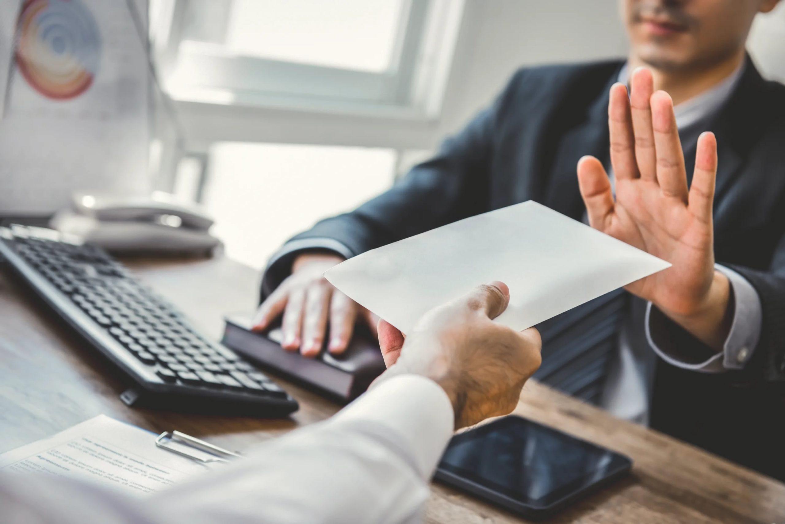 ЦБ предложил способ защиты банковских клиентов от навязываемых услуг