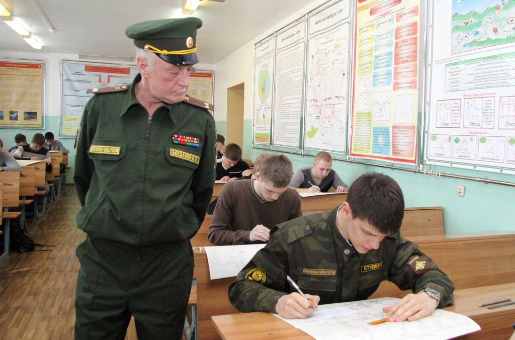 Совфед одобрил право педагогов военных центров на получение звания