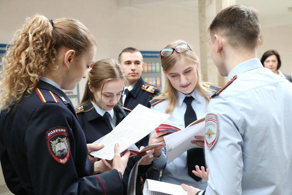 В Госдуме разъяснили инициативу о льготах в вузы для детей служащих МВД