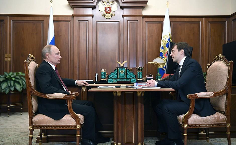 Путин обратил внимание Минпросвещения на готовность школьной системы к работе онлайн