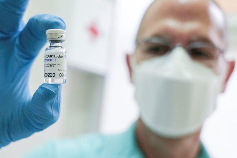 Центр им. Гамалеи получил разрешение на испытание вакцины «Спутник лайт»