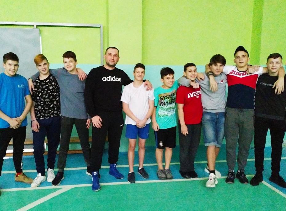 В Воронеже общественники проводят тренировки по смешанным единоборствам для детей-сирот
