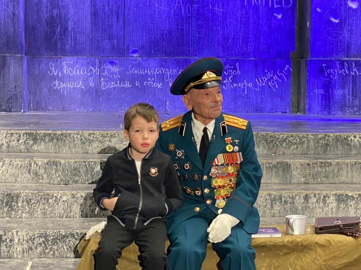 97-летний ветеран ВОВ Николай Козлов презентовал в Музее Победы книгу воспоминаний о войне