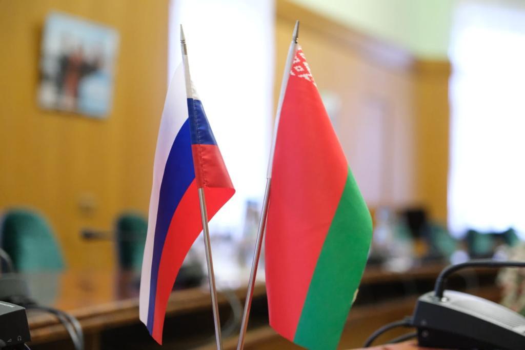 Белорусские и российские студенты летом будут вместе строить федеральную трассу М-1 «Беларусь»