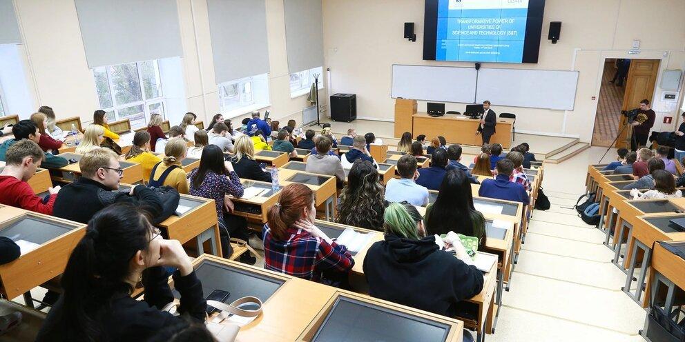 Большинство российских вузов вернутся к очному обучению в течение ближайших недель