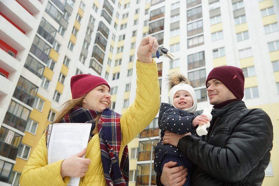 Путин поручил проработать возможность снижения ставки по ипотеке для семей с детьми