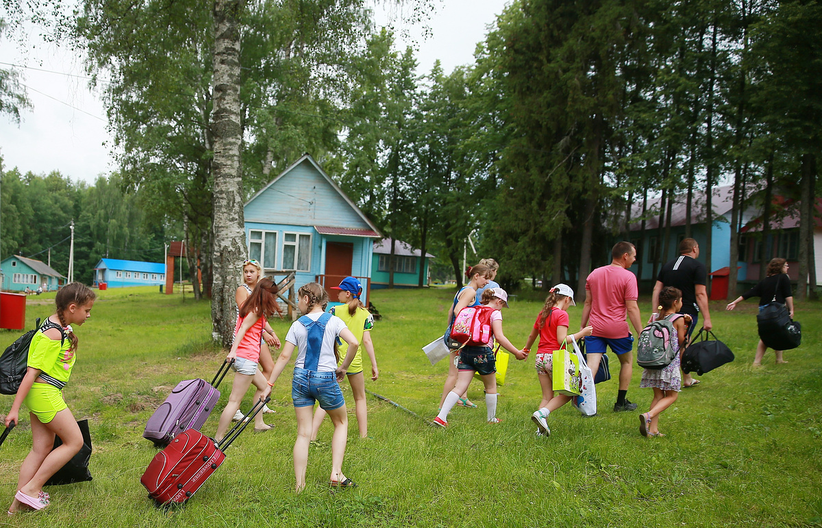 Роспотребнадзор разрешил детям отдыхать за пределами своих регионов