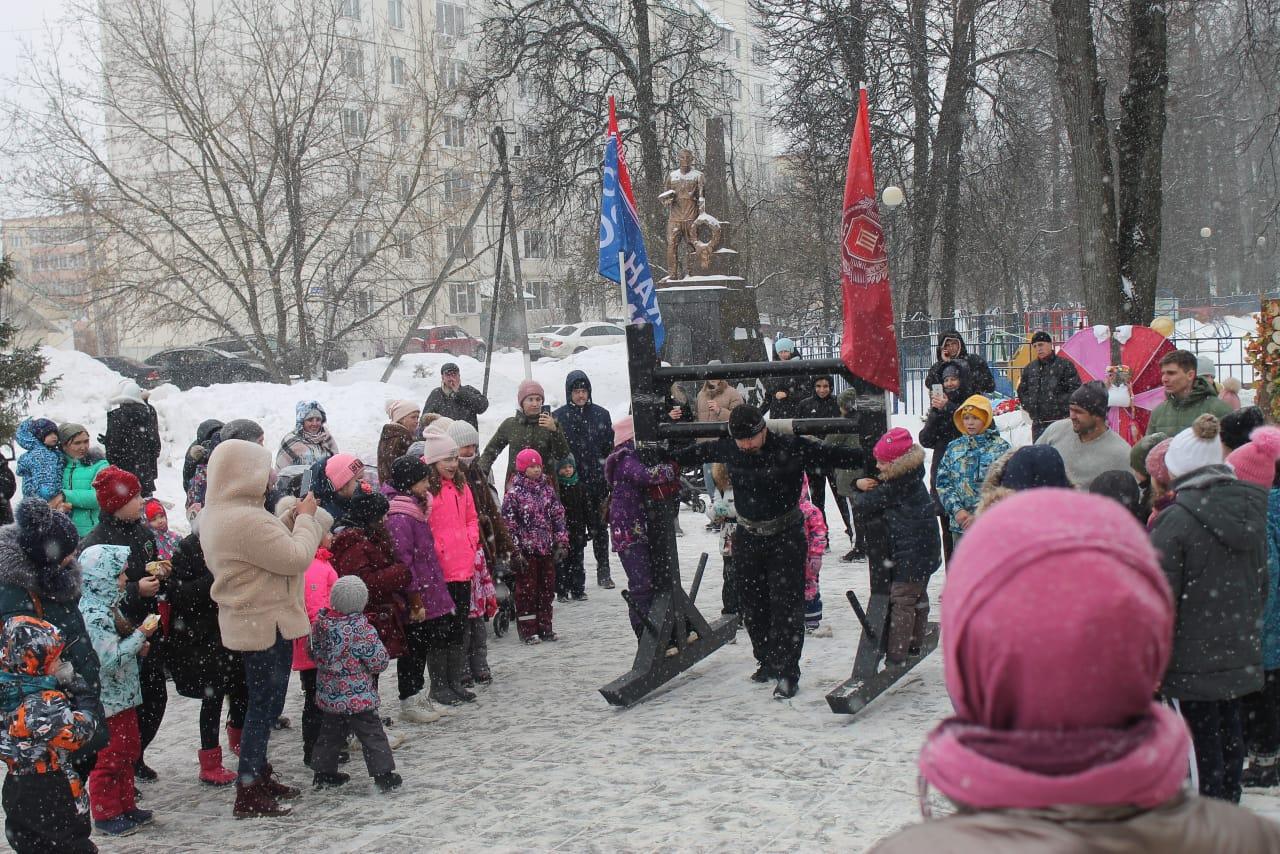 Федерация силового многоборья провела силовое шоу для детей в Подмосковье