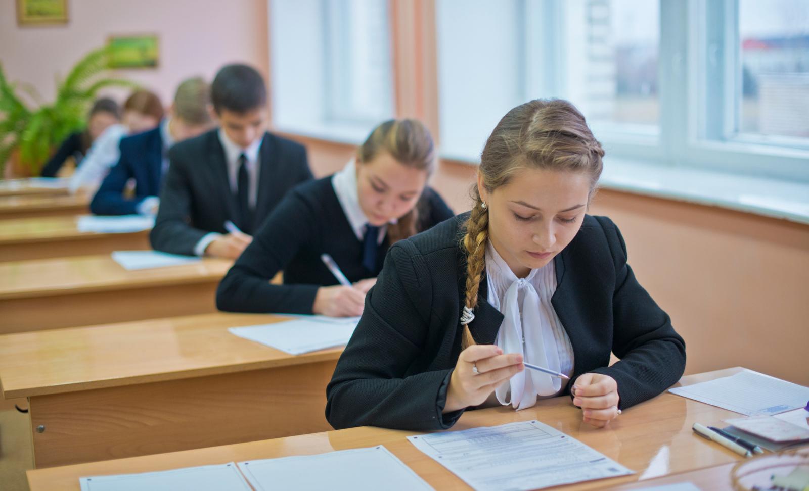 Итоговое сочинение в российских школах перенесли на 15 апреля