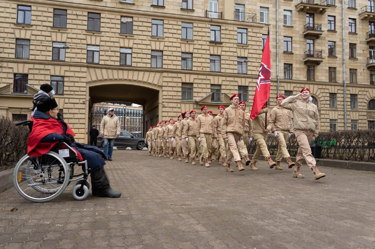 Ветерана Великой Отечественной войны Александра Мозгового поздравили со 100-летим юбилеем