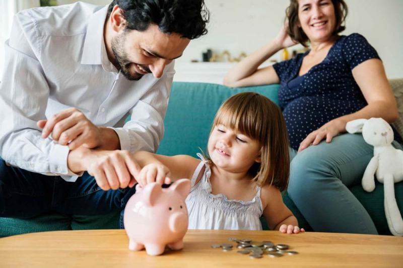 Путин подписал закон о новых выплатах семьям с детьми
