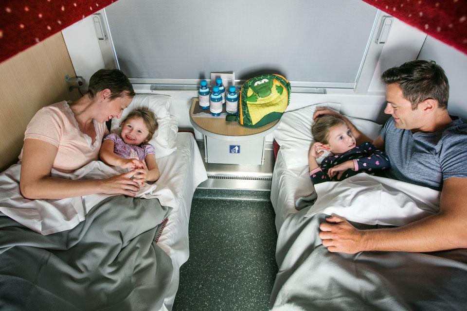 Семьи с детьми смогут путешествовать по России по льготным тарифам