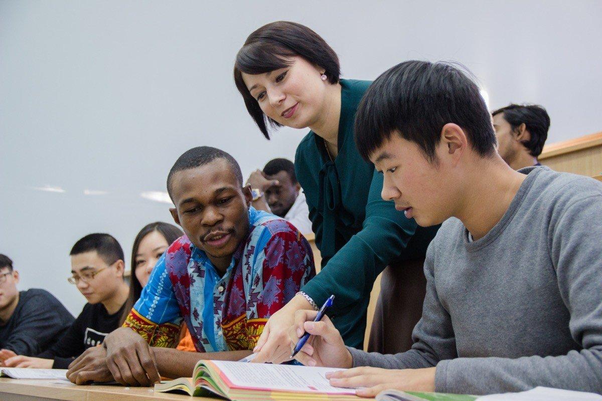 Кабмин предложил упростить иностранным студентам пребывание в России