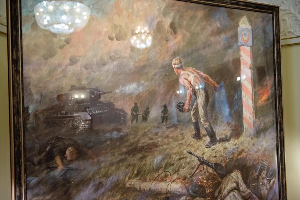 Репродукцию картины Вениамина Чебанова торжественно передали Музею Карельского фронта
