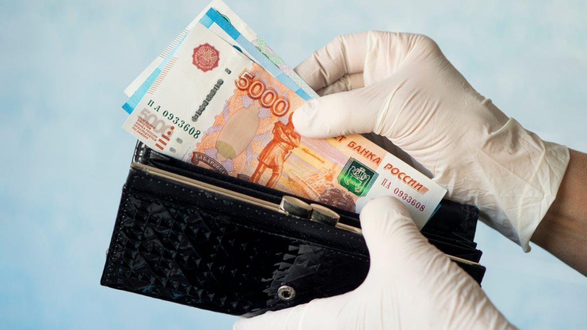 В Петербурге в 2021 году 10 тыс. заразившихся коронавирусом медиков получили выплаты