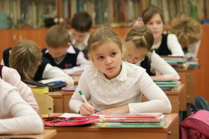 Родители детей-школьников начали получать пособие от Пенсионного фонда