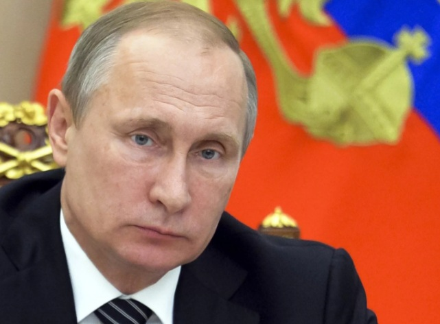 Президент РФ поручил предусмотреть средства на индексацию зарплат силовиков